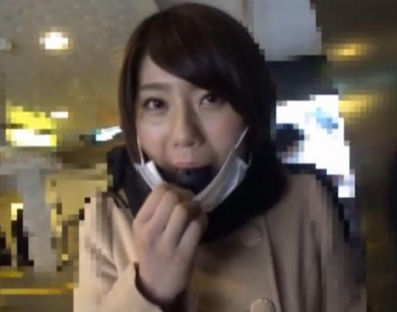 スマホ画面で見るFANZA動画