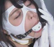 ボールギャグをしたマスクヒロイン