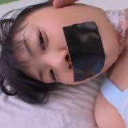 ガムテープで口を塞がれた美少女