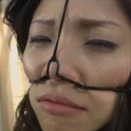 キツめの美人OLを鼻フックでみっともない顔に調教