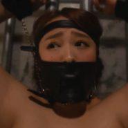 防声具・革製マスク猿轡をされた白石茉莉奈(マリリン)