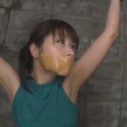 ガムテープギャグの猿轡をされ監禁されている加藤ツバキ