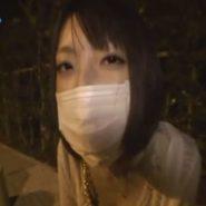マスクの下にボールギャグをし上からプリーツマスクをつけさせられ野外で一人陵辱痴女の放置プレイ!
