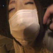 ドMなショートカットの彼女に猿轡の上からマスクをさせ野外で羞恥プレイ調教!