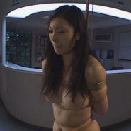 美人女医を緊縛猿ぐつわ調教。縛られ縄で吊るされた美女・水咲ありみ