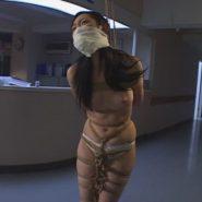 美人女医を猿ぐつわと吊るし緊縛調教