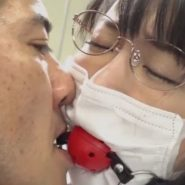 マスクの上から装着されたボールギャグを舐め回され陵辱される人妻