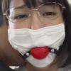 マスクの上からボールギャグの猿轡をされた陵辱レイプされる巨乳人妻