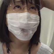 マスクをしたままチンポを口の中に突っ込まれグチョグチョに濡れたマスク