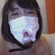 精子と唾液が染み込み臭くてボロボロのマスクを着けたまま調教されるドMで淫乱な人妻