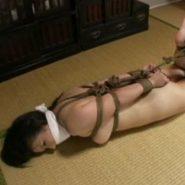 ホッグタイ緊縛と猿轡で拘束監禁される誘拐され全裸にされた人妻