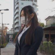 猿轡(ボールギャグ)で声を出せないまま痴漢される被害者の会社員女性