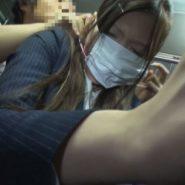 ボールギャグの猿轡された口を隠すため上からマスクを着けさせ覆い隠して痴漢される女性