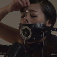 開口マスクを自分で装着し猿轡セルフボンデージをするマゾヒスト女子大生の中里美穂
