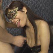 女王様がM男の粗チンに唾を吐き手コキで調教する
