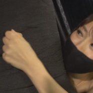 黒いマスクをした女王様が乳首責め調教する黒マスクフェチ画像