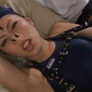 エグい角度の鼻フックで顔面陵辱される競泳水着とスイムキャップの美女