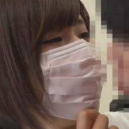 見つめ合いマスク越しにキスをする童貞草食系男子とマスク美人な歯科衛生士