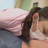 マスクをしたままキスをする美人歯科助手と童貞男