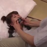 黒いガムテープをはられ口を塞がれてしまう美人家庭教師の川瀬遥菜
