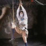 被せ猿轡と片足吊りで緊縛調教される制服JKの萌雨らめ