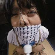 猿轡と鼻フックで顔面陵辱された制服JKが許しを乞う哀願の表情