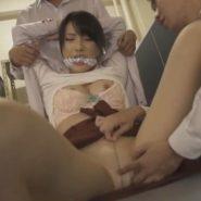 猿轡を噛まされ抑えつけられながらパンストの上から陰部を弄られる美人教師
