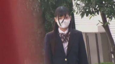 立体マスクを着用した小顔のブレザー制服の女子校生