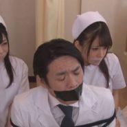 口をテープで塞がれ人質にされ監禁拘束された看護婦達