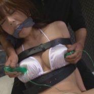 拘束されながらローターで乳首責めをされ陵辱調教される波多野結衣
