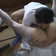ヘンリー塚本のレイプ動画で女子校生花嫁の股ぐらに顔をうずめる強姦魔