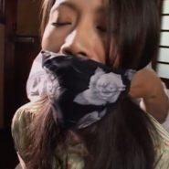 口被せ猿轡をされる熟女・友田真希