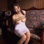 縄で縛られた熟女マーメイド・人魚姫