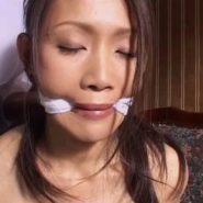 噛ませ猿轡で口を割られる熟女の友田真希