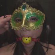 ボールギャグと仮面のマスクを装着され納品されたアナル奴隷