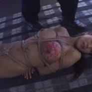 緊縛され蝋燭責めされる巨乳熟女