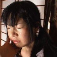 ビンタで頬を叩かれるロリ系美少女