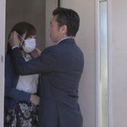 ボールギャグを装着しその上からマスクを着用される新妻