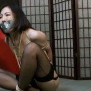 隷嬢寫眞館:テープギャグボンデージされた人妻