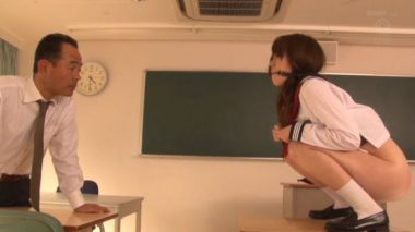 猿轡しながらうんこをする制服女子校生