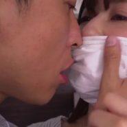 マスクフェチエロ動画のマスク越しのキスシーン