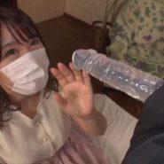 マスクをした爆乳グラドルがディルドフェラをさせる着エロ動画