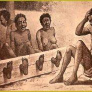 足枷と首枷で拘束された奴隷達の絵
