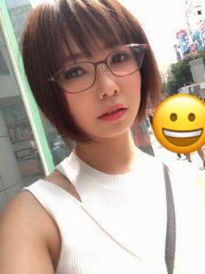 眼鏡(メガネ)の似合うAV女優・赤瀬尚子