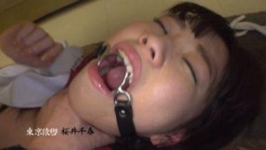 口枷をされ首絞めプレイをされる桜井千春