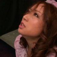 メイドの若葉あゆみをご奉仕調教するエロ動画