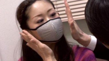 おしゃれな布マスクの美人