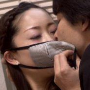 マスク美人とマスクをしながらキス