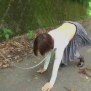 友人の母親を野外メス犬調教