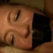 口にガムテープを貼られた外人美女・白人美女